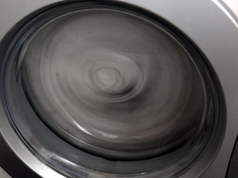 Wäsche waschen müsste ich auch mal wieder. Also ran an die Maschine.